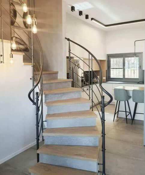 חיפוי מדרגות פרקט - פרויקט בתל אביב