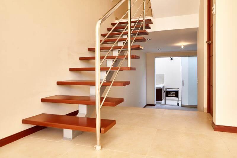 חיפוי של מדרגות פרקט